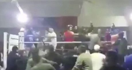 "Boxing: ""Ngua mat"", khan gia ""danh hoi dong"" vo si - Anh 1"