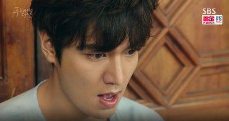 Joon Jae co nu hon 'sieu thuc' voi Shim Chung trong Huyen thoai bien xanh tap 2 - Anh 1