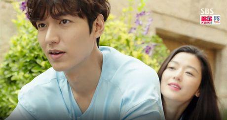 Joon Jae co nu hon 'sieu thuc' voi Shim Chung trong Huyen thoai bien xanh tap 2 - Anh 3