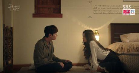 Joon Jae co nu hon 'sieu thuc' voi Shim Chung trong Huyen thoai bien xanh tap 2 - Anh 5