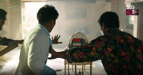 Joon Jae co nu hon 'sieu thuc' voi Shim Chung trong Huyen thoai bien xanh tap 2 - Anh 6