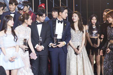 Chi Pu 'ghi diem' khi chu dong nhuong cho cho Park Shin Hye - Anh 1