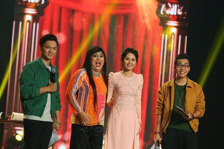 Gia Bao dien lai vai cua Hoai Linh de anh cham diem - Anh 1