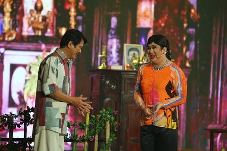 Gia Bao dien lai vai cua Hoai Linh de anh cham diem - Anh 2