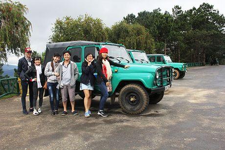 Doi xe Jeep dac chung duoi chan nui Lang Biang - Anh 1