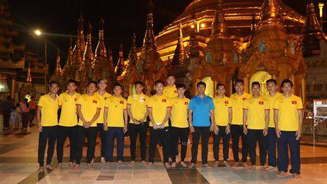 Tuyen Viet Nam di chua Vang truoc cuoc 'san vang' AFF Cup - Anh 1