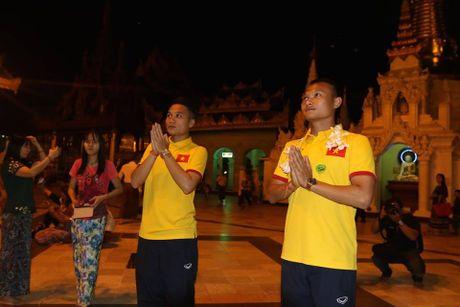 Tuyen Viet Nam di chua Vang truoc cuoc 'san vang' AFF Cup - Anh 4