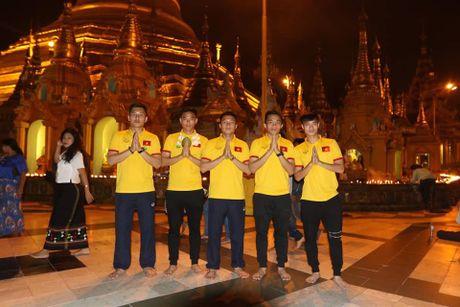 Tuyen Viet Nam di chua Vang truoc cuoc 'san vang' AFF Cup - Anh 5