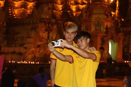 Tuyen Viet Nam di chua Vang truoc cuoc 'san vang' AFF Cup - Anh 7
