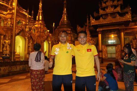 Tuyen Viet Nam di chua Vang truoc cuoc 'san vang' AFF Cup - Anh 8