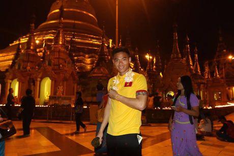Tuyen Viet Nam di chua Vang truoc cuoc 'san vang' AFF Cup - Anh 9