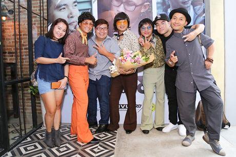 Nhom MTV tiep tuc 'nem da' lang giai tri Viet - Anh 2