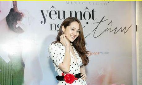 Bao Anh giau ky Ho Quang Hieu trong ngay ra mat MV moi - Anh 2