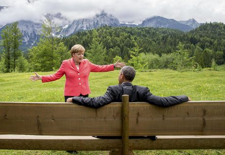 Ong Obama va ba Merkel: Moi tham tinh hiem co - Anh 1