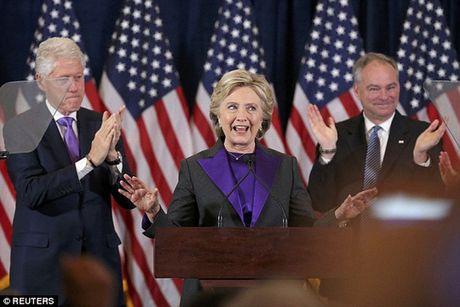 Ba Clinton noi con thinh no dem thua cuoc bau cu Tong thong? - Anh 1