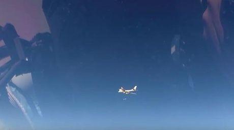 May bay nem bom Nga vuot 11.000km de na ten lua tieu diet khung bo o Syria - Anh 1