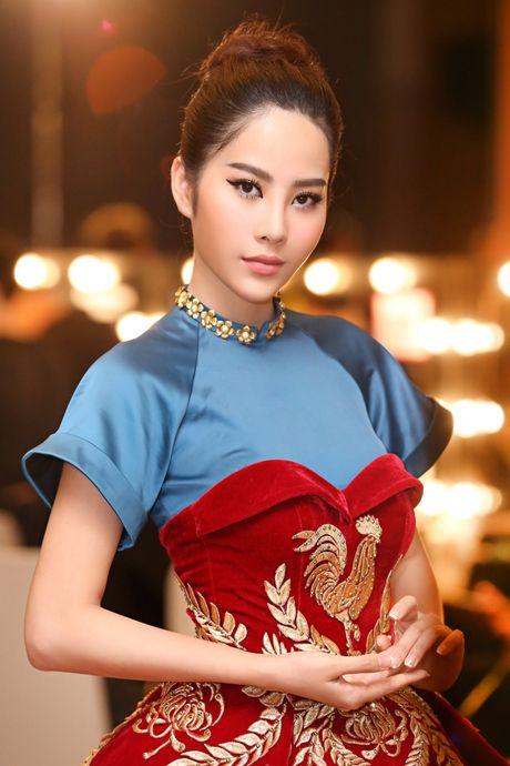 Nam Em hoa 'Hoang hau' quyen uy, lanh lung - Anh 10