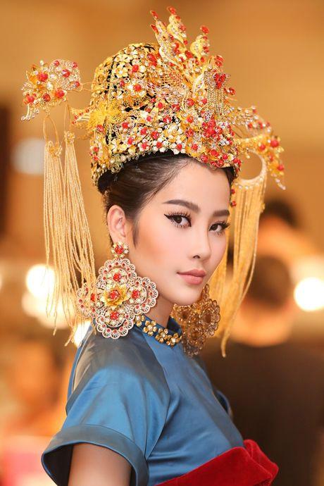 Nam Em hoa 'Hoang hau' quyen uy, lanh lung - Anh 2