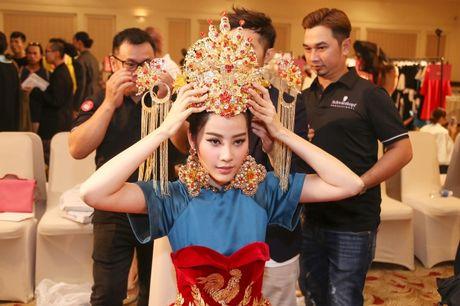 Nam Em hoa 'Hoang hau' quyen uy, lanh lung - Anh 8