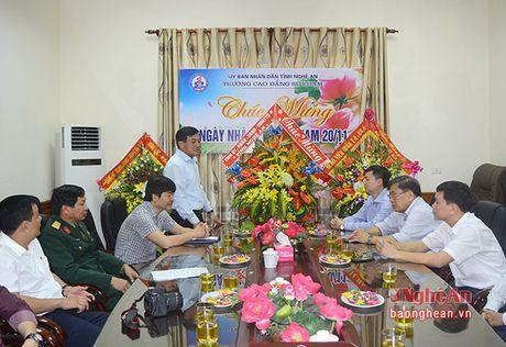 Bi thu Thanh uy Vinh chuc mung ngay Nha giao Viet Nam - Anh 3