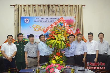 Bi thu Thanh uy Vinh chuc mung ngay Nha giao Viet Nam - Anh 4