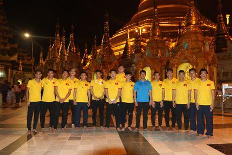 Thay tro Huu Thang di chua Vang cau may man - Anh 1