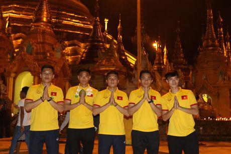 Thay tro Huu Thang di chua Vang cau may man - Anh 3