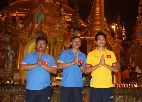 Thay tro Huu Thang di chua Vang cau may man - Anh 7