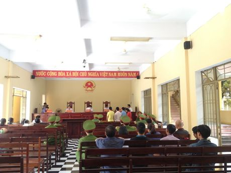 Vu ngat khi ham vang chet 4 nguoi o Quang Nam: Hon 55 thang tu giam cho 4 bi cao to chuc, khai thac vang trai phep - Anh 3