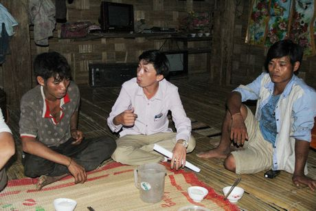 Thay giao loi suoi bang rung 'bat' hoc tro - Anh 17