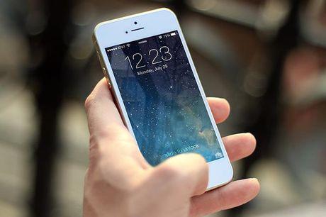 Apple bi to luu giu lich su cuoc goi tren iPhone - Anh 1