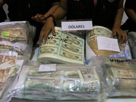 Peru phat hien 30 trieu USD gia - Anh 1