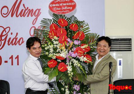 Thu truong Bo VHTTDL Vuong Duy Bien du le ky niem Ngay Nha giao Viet Nam tai Truong Dai hoc My thuat Viet Nam - Anh 1