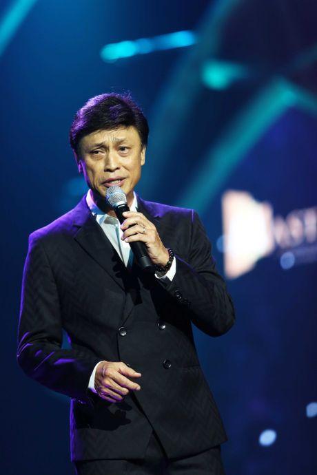 Tuan Ngoc, Uyen Linh nong nan tren san khau - Anh 1