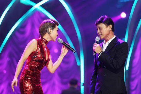 Tuan Ngoc, Uyen Linh nong nan tren san khau - Anh 2
