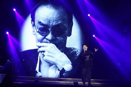 Tuan Ngoc, Uyen Linh nong nan tren san khau - Anh 8