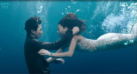 Huyen thoai bien xanh: Ky luc nu hon Lee Min Ho -Jun Ji Hyun - Anh 1
