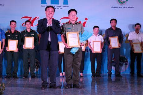 Dak Nong: Mot y thuc giao thong, trieu nu cuoi hanh phuc - Anh 2