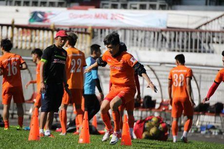 Tin nong bong da toi 18/11: Chot danh sach DTVN du AFF Cup - Anh 1