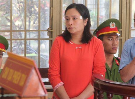 30 thang tu cho vo nguyen doi truong CSGT huyen - Anh 1