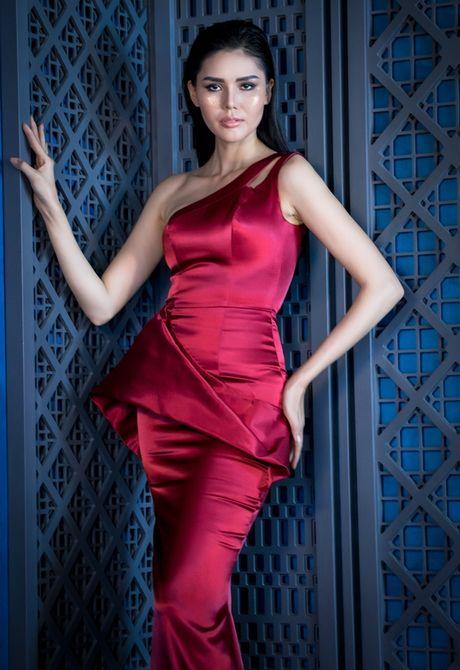 Lilly Nguyen do dang voi A hau Kim Nguyen trong thiet ke cua Vincent Doan - Anh 7