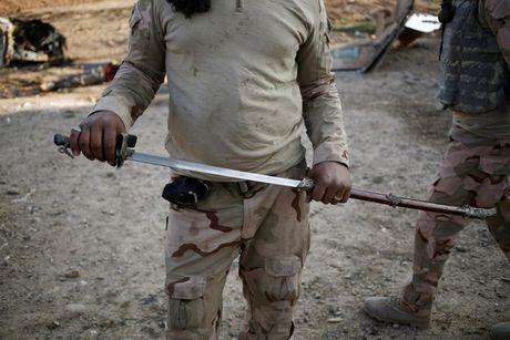 Cac loai vu khi ma IS bo lai khi rut chay tren chien truong Iraq - Anh 2