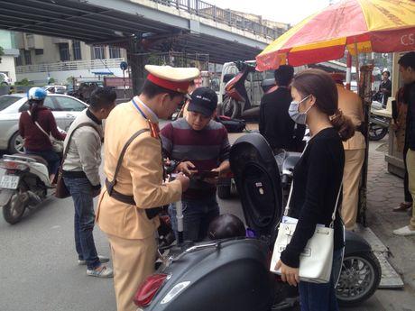 Bo Cong an: Chi xu phat xe khong chiu sang ten doi chu  - Anh 1