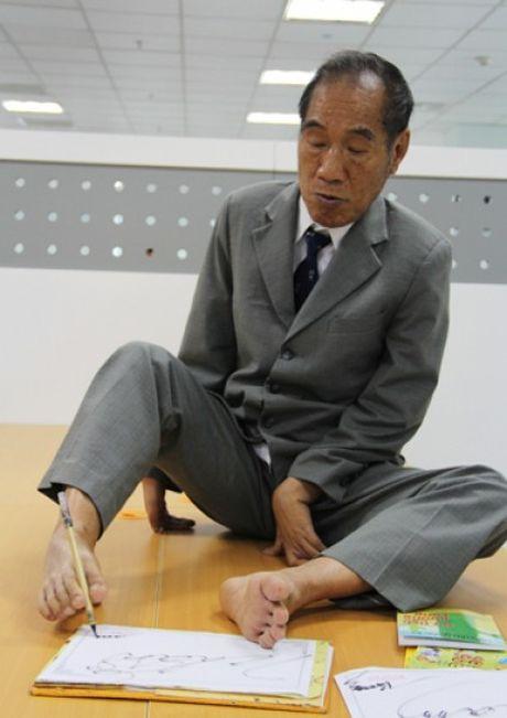 Thay giao Nguyen Ngoc Ky ra mat tap tho ve ky nang song - Anh 2