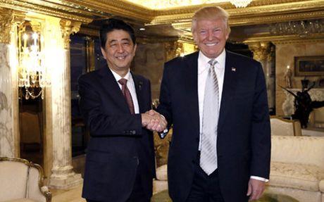 Thu tuong Nhat: 'Ong Trump la nha lanh dao toi co the tin tuong duoc' - Anh 1