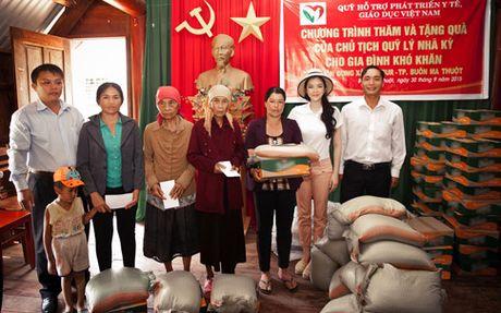Ly Nha Ky ung ho 500 trieu dong cho dong bao mien Trung - Anh 1