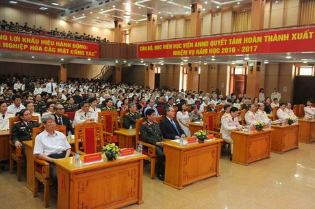 Ong Nguyen Thien Nhan du ky niem 20/11 tai ngoi truong 8 lan Bac ve tham - Anh 1