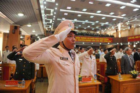 Ong Nguyen Thien Nhan du ky niem 20/11 tai ngoi truong 8 lan Bac ve tham - Anh 2