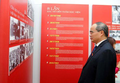 Ong Nguyen Thien Nhan du ky niem 20/11 tai ngoi truong 8 lan Bac ve tham - Anh 5
