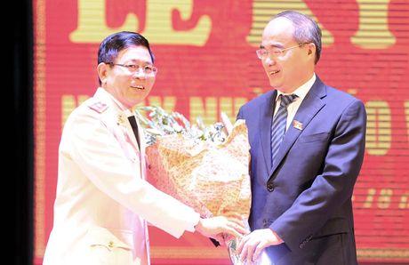 Ong Nguyen Thien Nhan du ky niem 20/11 tai ngoi truong 8 lan Bac ve tham - Anh 9